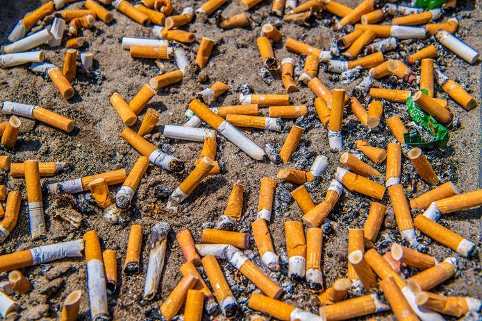 Stoppen met roken kan Enschedeërs met een smalle beurs veel geld besparen.