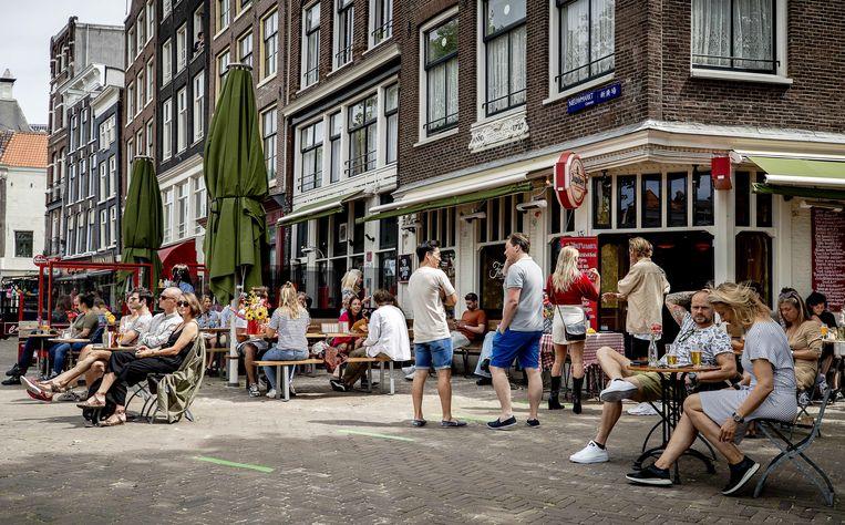 De terrassen zitten weer vol. Beeld Hollandse Hoogte / EPA