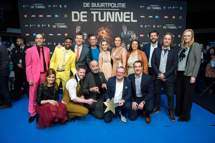 De cast van 'De Buurtpolitie' op de première van de vorige film: 'De Tunnel'