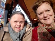 Verstandelijk beperkte Camille (55) kan alleen contact hebben door een kiertje: 'Hij snapt niets van deze ellende'