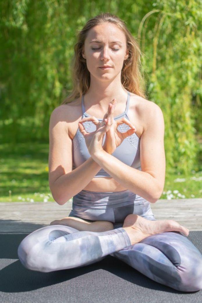 Daphné a commencé à pratiquer le yoga à l'adolescence après avoir rencontré des problèmes de santé.