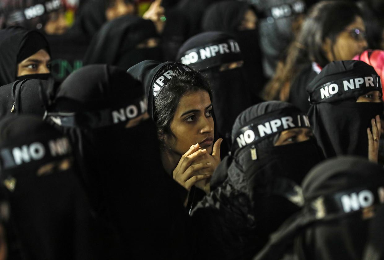 Vrouwelijke moslims maken in Mumbai hun ongenoegen kenbaar over de burgerschapswet van de regering-Modi. Beeld EPA