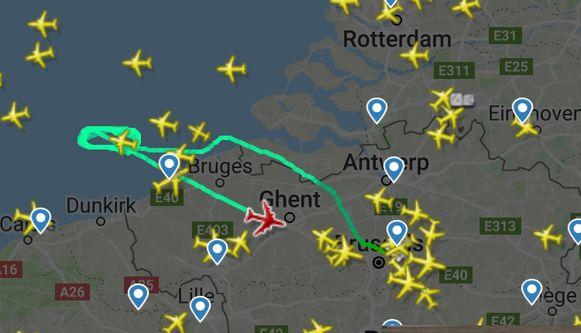 De Boeing 747 cirkelde enkele keren voor onze kust om voldoende kerosine verbruikt te hebben.