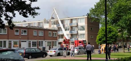 Woningbrand op derde verdieping in appartement in Enschede