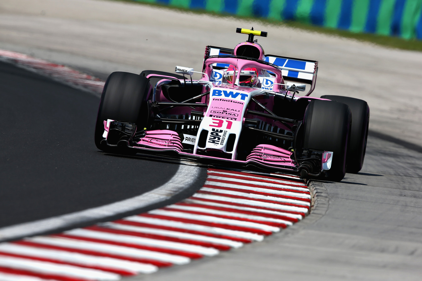 Esteban Ocon in zijn Force India F1 Team VJM11 Mercedes.