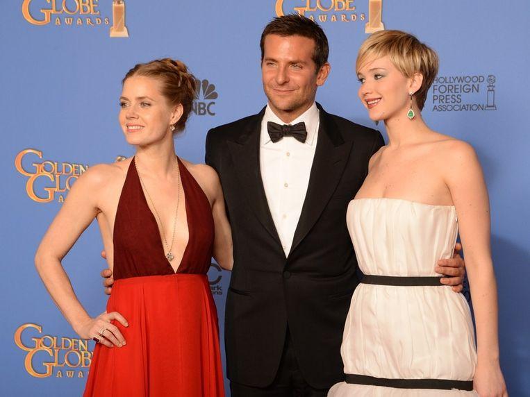 Amy Adams (L) won voor haar hoofdrol in de film American Hustle en Jennifer Lawrence voor haar bijrol. Beeld afp
