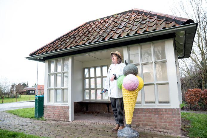 Ria de Ruiter had graag een ijswinkeltje begonnen in het praathuisje aan de Stoofweg in Dreischor, maar is gefrustreerd door de gang van zaken bij de gemeente en ziet ervan af.