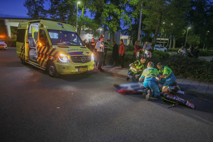 Een 15-jarige fietser raakte gewond bij de aanrijding bij de McDonald's in Helmond.