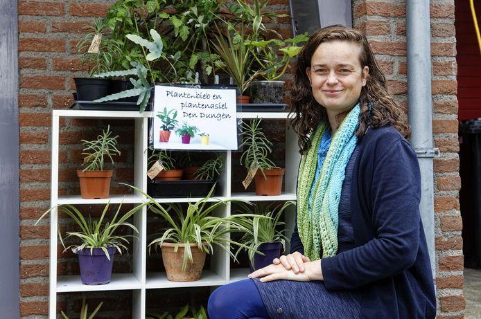 Marlous Meis kwam in contact met een plantenbibliotheek in Kerkdriel en dacht 'Dat kan ik ook'.