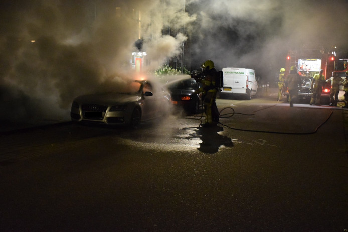 De brandende Audi in Malden.