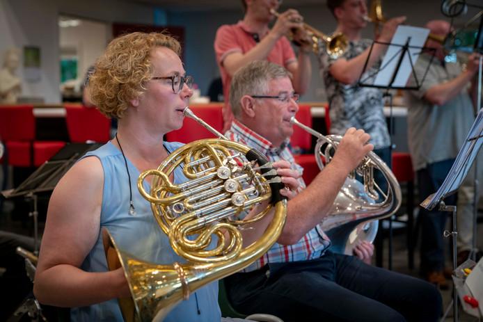 Het0Orkest PWA (Prins Willem-Alexander) oefent voor het grote jubileumconcert.