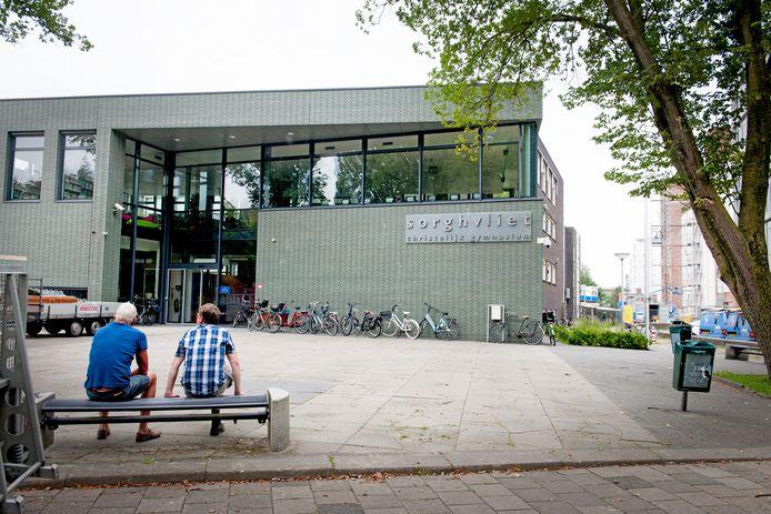 Christelijk gymnasium Sorghvliet aan de statige Johan de Wittlaan te Den Haag. De beveiligingscamera's zijn duidelijk te zien