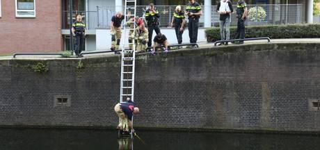 Drama in Rotterdam: dode hond met steen om nek in water