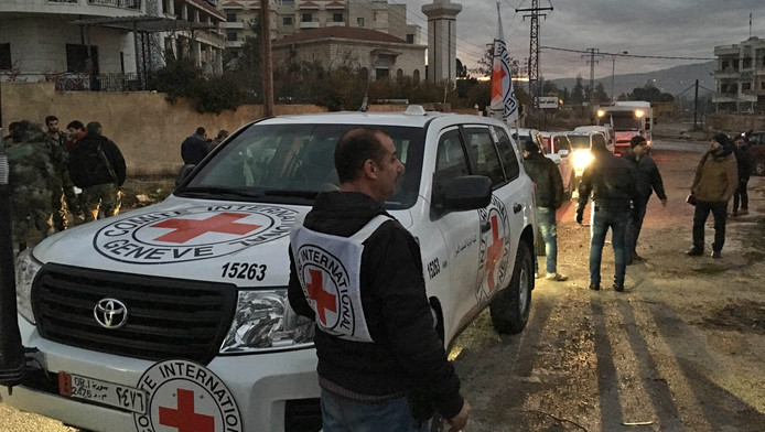 Het hulpkonvooi met voedsel en medicatie van het Rode Kruis arriveert in Madaya