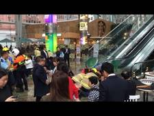Hoge snelheid Chinese roltrap leidt tot 17 gewonden