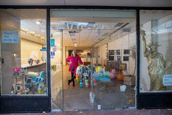 Elise Huijberts start pop-up galerie in Dorpsstraat.