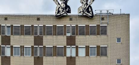 Grote onrust onder ambtenaren over bezuinigingen, ondernemingsraad luidt noodklok: 'Dit kan zo niet langer'