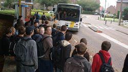 Zware agressie op bus De Lijn: scholier slaat chauffeur ziekenhuis in en zwaait met pistool