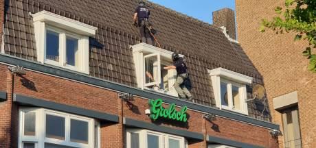 Duitse man (32) die in Hengelo van dak sprong overleden, burgemeester noemt delen beelden 'respectloos'