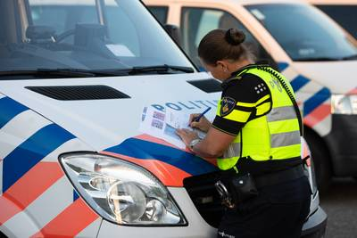 Haagse bestuurster rijdt in gestolen auto op A4