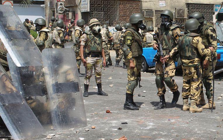 Soldaten en oproerpolitie in Caïro. Beeld reuters