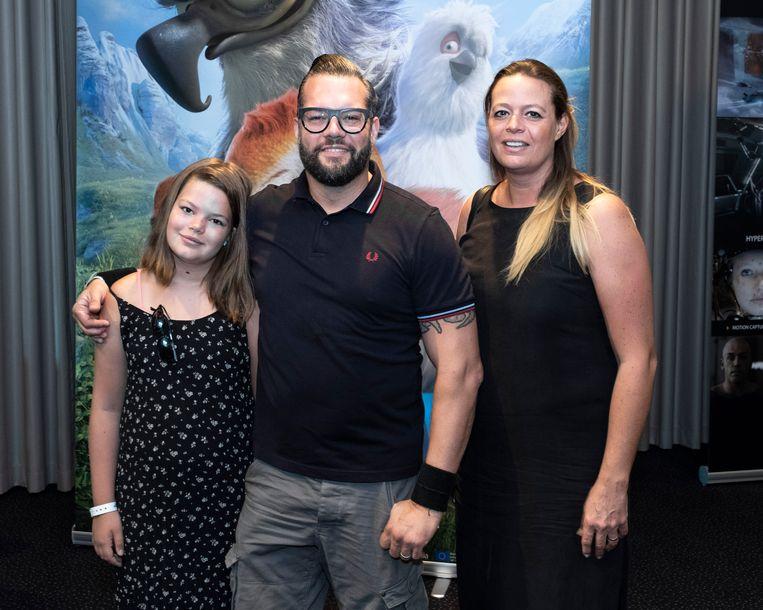 Alex Agnew en zijn echtgenote Yasmine met hun dochter Amy.