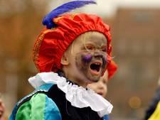 Supermarkten Haaksbergen redden intocht Sinterklaas met strooigoed