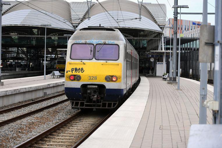 Illustratie: trein aan het station van Leuven.