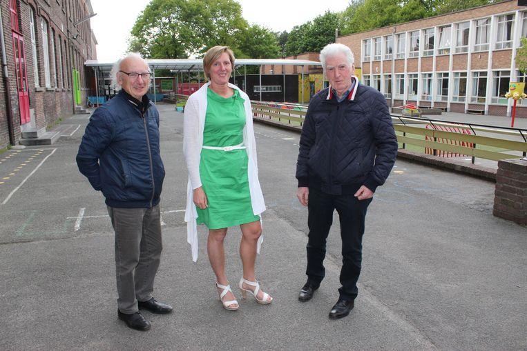 Laurent Osaer, Griet De Vriendt en Eric Verstraete op de speelkoer van de lagere school van de Maricolen in Maldegem. De rechtse vleugel verdwijnt. De linkse vleugel van het oude klooster wordt gerestaureerd.