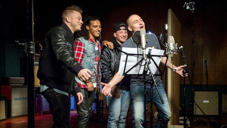 Rappers Gers Pardoel, Ali B, Kraantje Pappie en Lange Frans bij de opnames van het (inmiddels 'teruggetrokken') Koningslied Beeld ANP