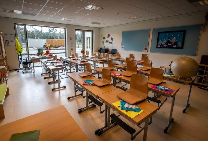 Een leeg klaslokaal, hier in Son.