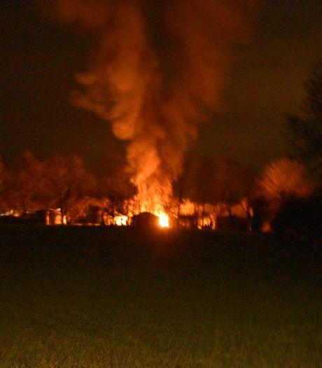Waxinelichtjes oorzaak caravanbrand Angeren, bewoner loopt brandwonden op