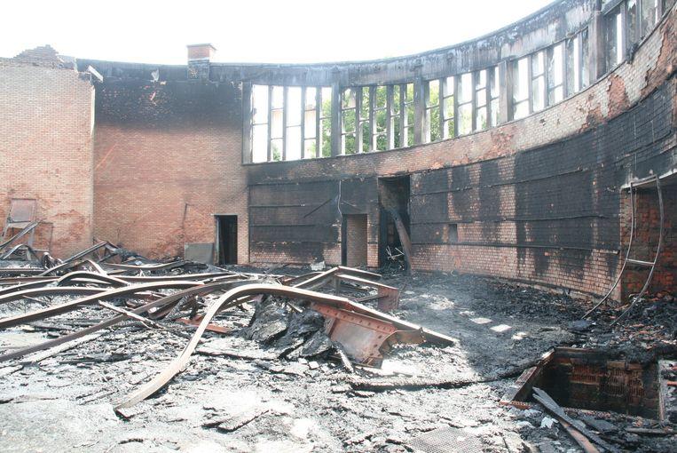 De brand in de voormalige parochiekerk aangestoken