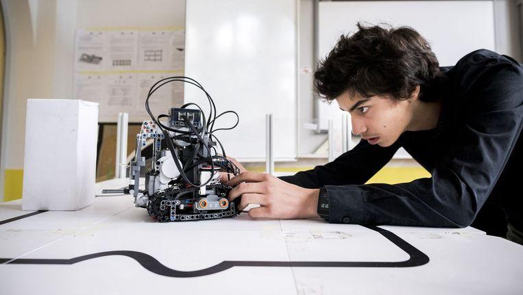 Noah Loomans, ook in de vakantie bijna elke dag in het roboticalokaal. Beeld Rink Hof