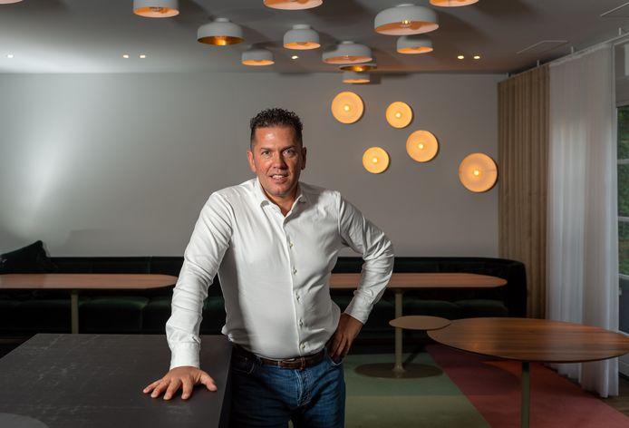Jacob Jan Boerma in een leeg restaurant De Leest. Ondanks kopzorgen over de verkoopvan het pand en het draaien van zijn restaurant No Rules in Amsterdam, begint de driesterrenchef toch nog iets nieuws: Fine Fleur in Antwerpen.
