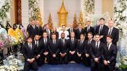 Leicester-spelers betuigen overleden eigenaar laatste eer