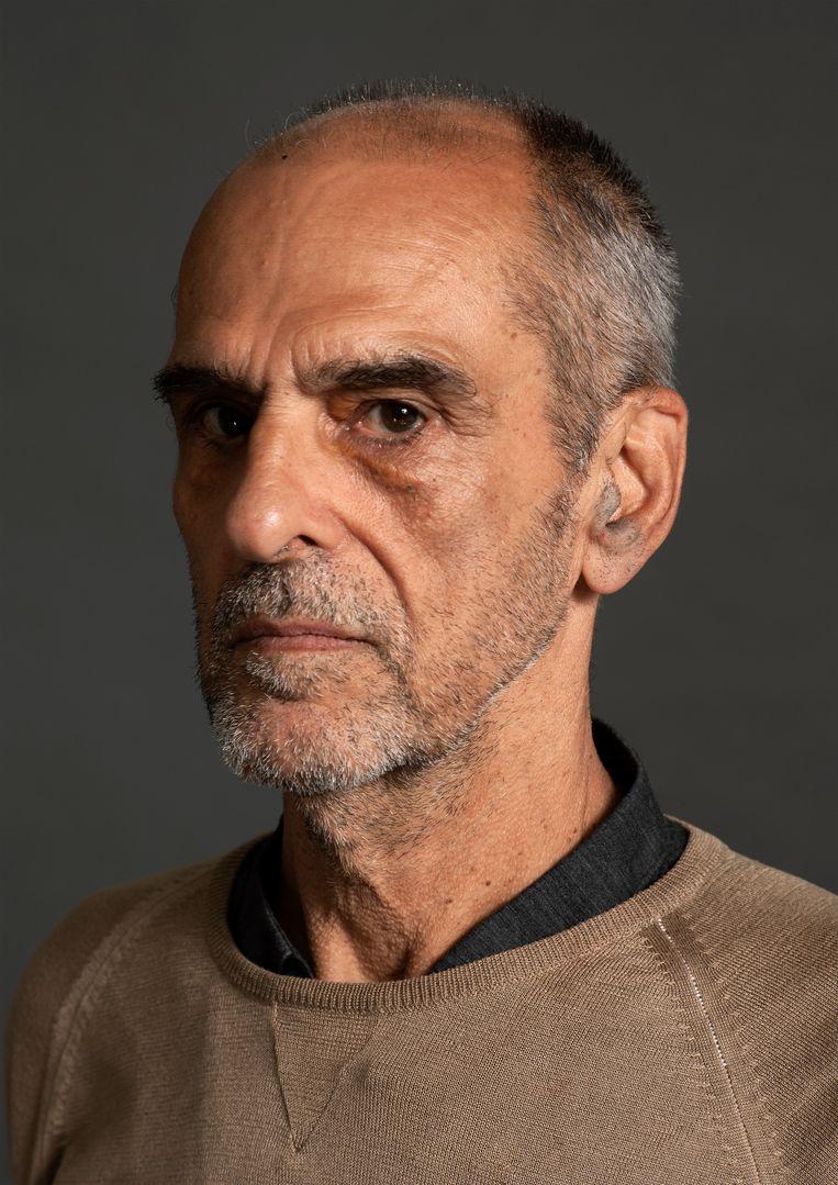 Kees Visser (70) is beeldend kunstenaar. Hij noemt zichzelf autodidact. Zijn werk is volledig abstract en hangt in musea als het MoMA in New York en het Victoria and Albert Museum in Londen, het Stedelijk Museum, het Frans Hals Museum en het GEM. In 2018 won hij de Vishal Kunstprijs. In galerie Eenwerk van Julius Vermeulen is nu zijn drieluik Blue Green Red te zien. Beeld Koos Breukel