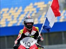 Motorcoureur Van der Sluis prolongeert nationale titel in strijd met plaatsgenoot Nieman