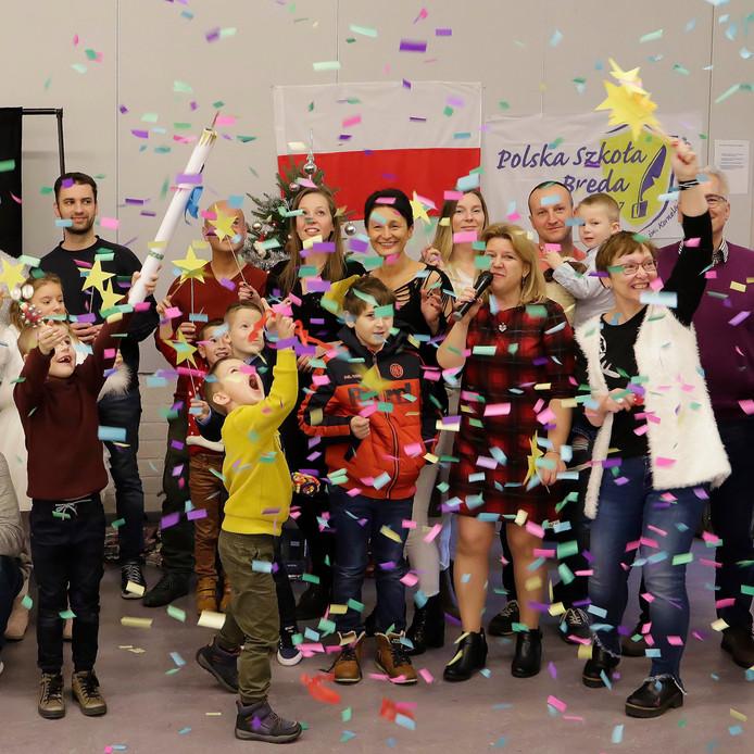Stichting Poolse School in Roosendaal en Breda geeft op zaterdagochtend tweetalig onderwijs aan kinderen en volwassenen. Op zaterdag 15 december was in het Roosendaalse wijkgebouw Tolberg een Poolse kerstviering.