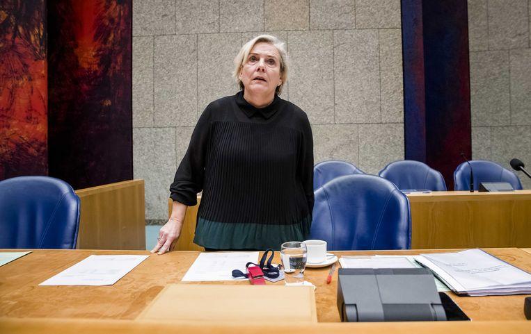 Minister Ank Bijleveld van Defensie (CDA) tijdens het derde debat over het Nederlandse bombardement op het Iraakse Hawija. Daarbij vonden mogelijk zeventig burgers de dood. Beeld ANP/Bart Maat