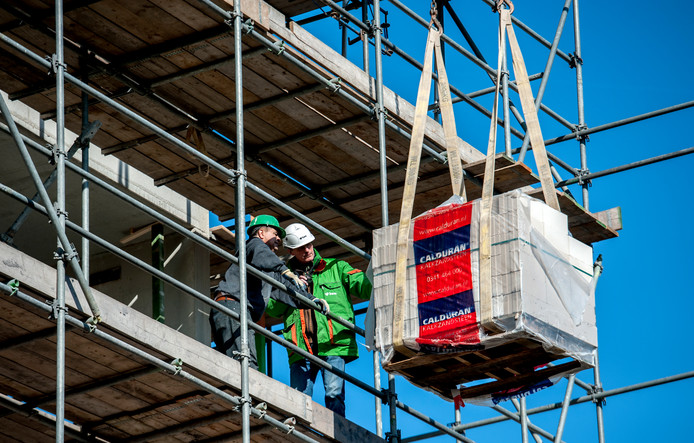 Bouwvakkers op een bouwplaats in Utrecht