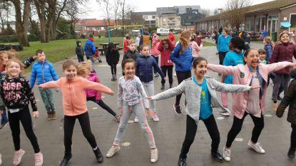 """Leerlingen sporten om 11.55 uur: """"Het is vijf voor twaalf om meer te bewegen"""""""
