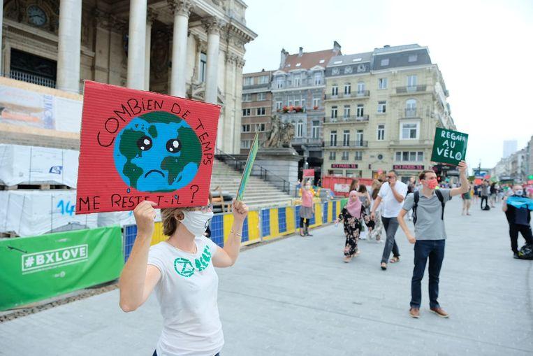 300 vreedzame betogers houden halt op drie plekken in Brussel.