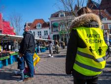 Zaterdagmarkt Amersfoort ondanks coronavirus druk bezocht: 'Markt voelt veiliger dan supermarkt'