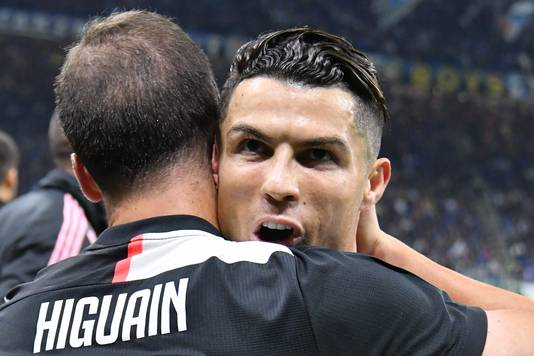 Higuaín knuffelt aangever Cristiano Ronaldo na de 1-2.