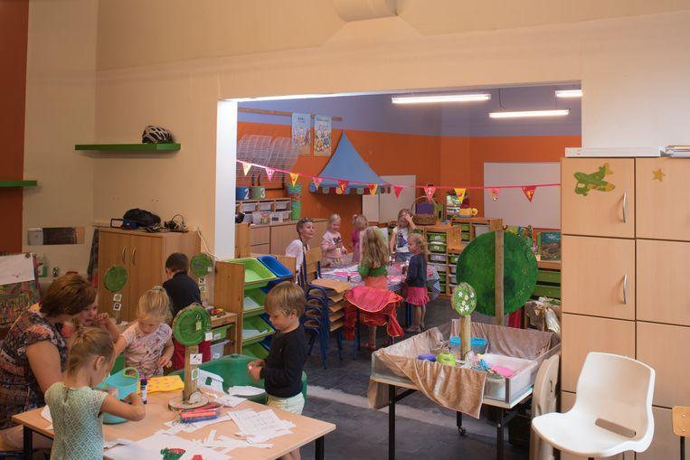 De muur tussen de twee klasjes werd gesloopt om er één grote klas van te maken, met twee kleuterjuffen.