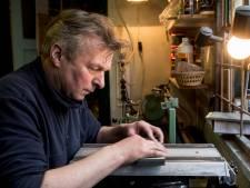 Schaatsenverkoper Van Benthem in Apeldoorn slijpt zich een slag in de rondte