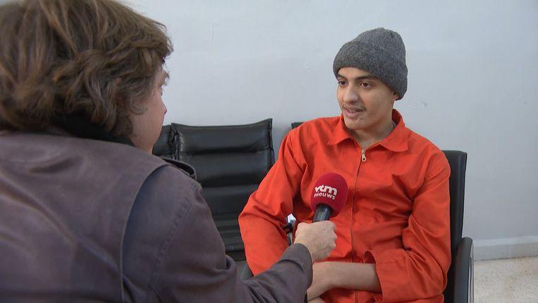 Robin Ramaekers spreekt met de Belgische IS-strijder Adel Mezroui.