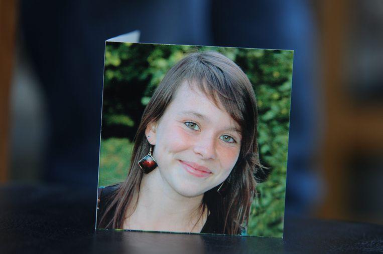 Emilie Leus stierf op de fiets in Oosterzele, samen met twee medestudentes. Ze werd aangereden door een dronken bestuurder.