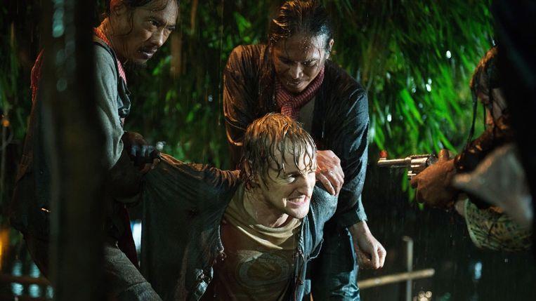 Owen Wilson wordt vastgehouden in No Escape.  Beeld